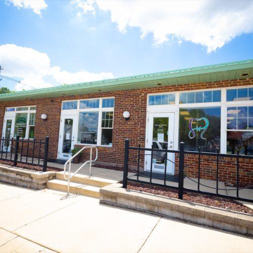 Hentscher Johnson Orthodontics Waterloo Illinois Office1 500x500 - Tour Our Offices - Hentscher-Johnson Orthodontics